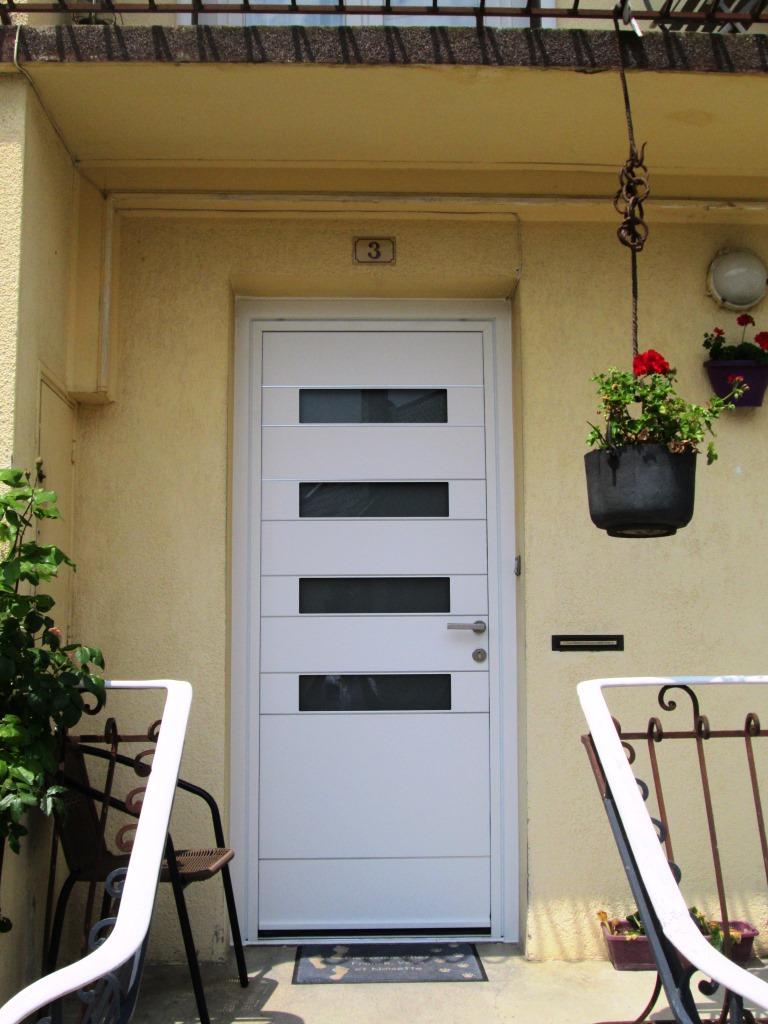 porte d 39 entr e couleur blanc 4 ouvertures. Black Bedroom Furniture Sets. Home Design Ideas